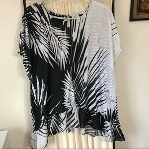NWOT Avenue Black White Palm Leaves 26/28